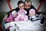 Velmi předčasně narozená trojčátka Viktorka, Amálka a Žofinka mají těžká kombinovaná postižení a léčí se v dětské léčebně Vesna.