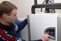 TEPELNÉ ČERPADLO v hale lánovské školy funguje na podobném principu jako chladnička