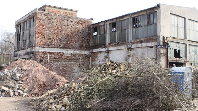 Areál bývalé slévárny v Hostinném ožívá