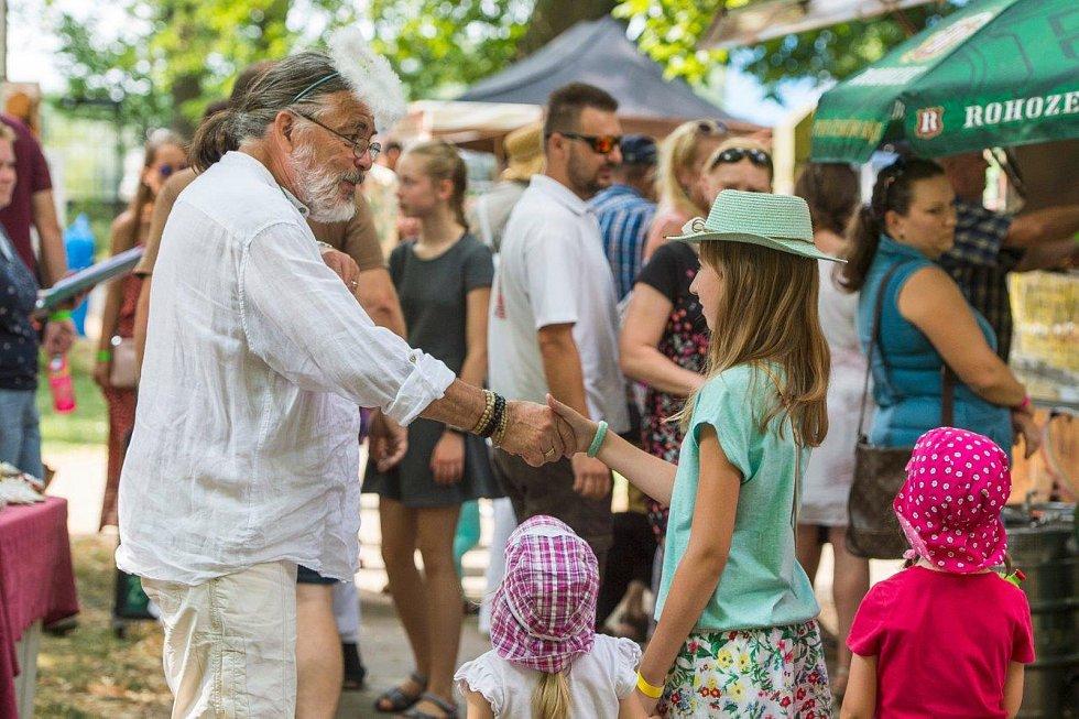 Na zahradní slavnosti přišlo 1650 lidí. Na vstupném se vybralo přes 150 tisíc.