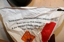 Několik desítek kilogramů trhaviny si nelegálně obstarala a přechovávala čtveřice mužů z Trutnovska a Liberecka. Policisté u nich objevili i rozbušky a starý minometný granát.