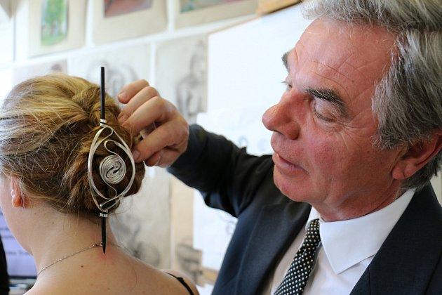 Umaturity uspěl hlavně šperk zakázaných sluchátek