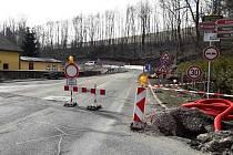 Most v Mladých Bukách je zavřený