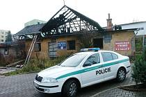 Při požáru neobydleného domu zemřeli dva lidé