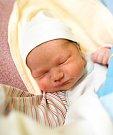 FILIP PETŘINA se narodil 13. listopadu Radaně Pištorové a Michalu Petřinovi. Vážil 3,86 kilogramu a měřil 52 centimetrů. Doma v Jilemnici už čeká i sestřička Sabinka.