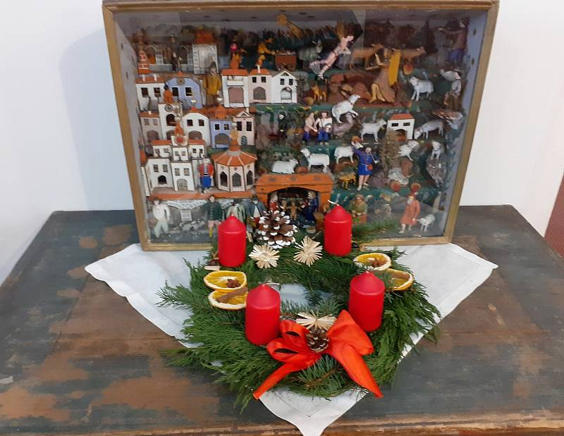 V Trutnově Muzeum Podkrkonoší láká návštěvníky na nově instalovanou výstavu Šťastné a veselé Vánoce.