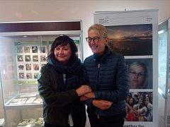 Ministryně financí Alena Schillerová a norská velvyslankyně Siri Ellen Sletner ve čtvrtek na Sněžce slavnostně zakončily druhé programové období Fondů EHP Norska a zahájili třetí, ve kterém ČR získá pět miliard korun.