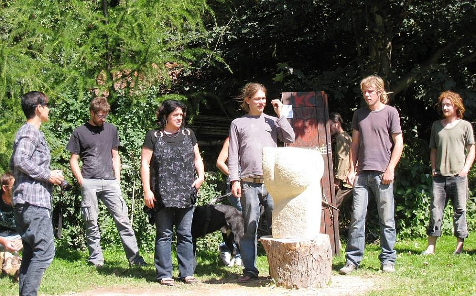 Díla ze dřeva a pískovce ve Vrchlabí