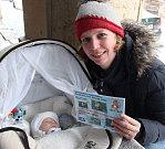 Nejkrásnějším miminkem Krkonošského deníku se stal Šimon Čvančara z Trutnova. Janě a Petrovi se narodil 5. prosince v trutnovské porodnici. Rodina si ve čtvrtek převzala cenu za vítězství v prosincové anketě Krkonošského deníku.
