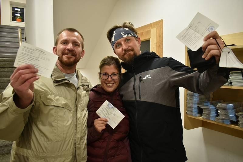 Do volební místnosti v budově Městského úřadu v Peci pod Sněžkou přišlo volit 456 lidí na voličský průkaz.