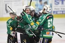 Obrovská radost zavládla mezi trutnovskými hokejisty po třetí finálové bitvě. Ta se znovu rozhodovala až v závěru.