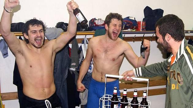 Hokejisté oslavují