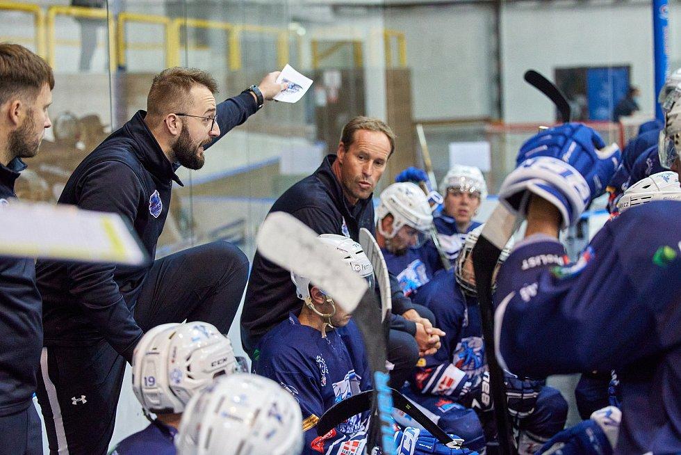 Bývalý obránce, dnes sportovní manažer HC BAK Trutnov a zároveň asistent trenéra A mužstva. To je Ondřej Poul.