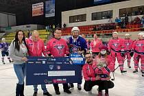 Sobotní hokejové utkání Trutnov - Děčín patřilo nemocné Vendulce, pro kterou se podařilo vybrat bezmála 150 tisíc korun!