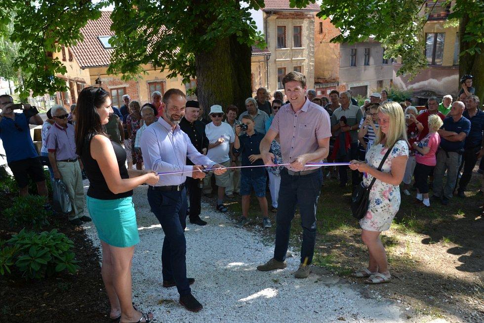 Slavnostní otevření revitalizovaného parku na náměstím Karla Čapka.