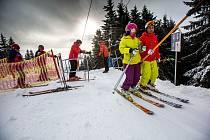 Poprvé na lyže! V sobotu se bude poprvé lyžovat na sjezdovkách Anděl na Černé hoře a Pomezky v Malé Úpě.