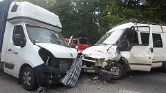 Srážka dodávek blokovala provoz na hlavním tahu do Krkonoš.