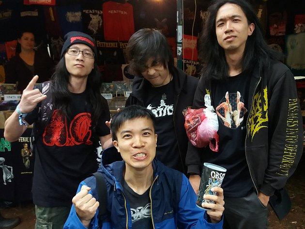 Mladíci zHongkongu jsou poprvé vEvropě. Přijeli se vyřádit na trutnovský festival Obscene Extreme.