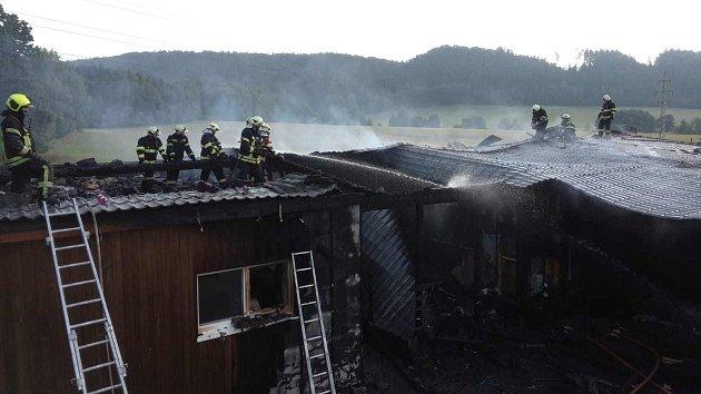 Požár zničil rodinný dům v Trutnově