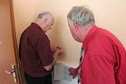 PĚTAŠEDESÁTNÍCI. Volební komisi v Libňatově vytvořila parta místních seniorů. Končícího starostu