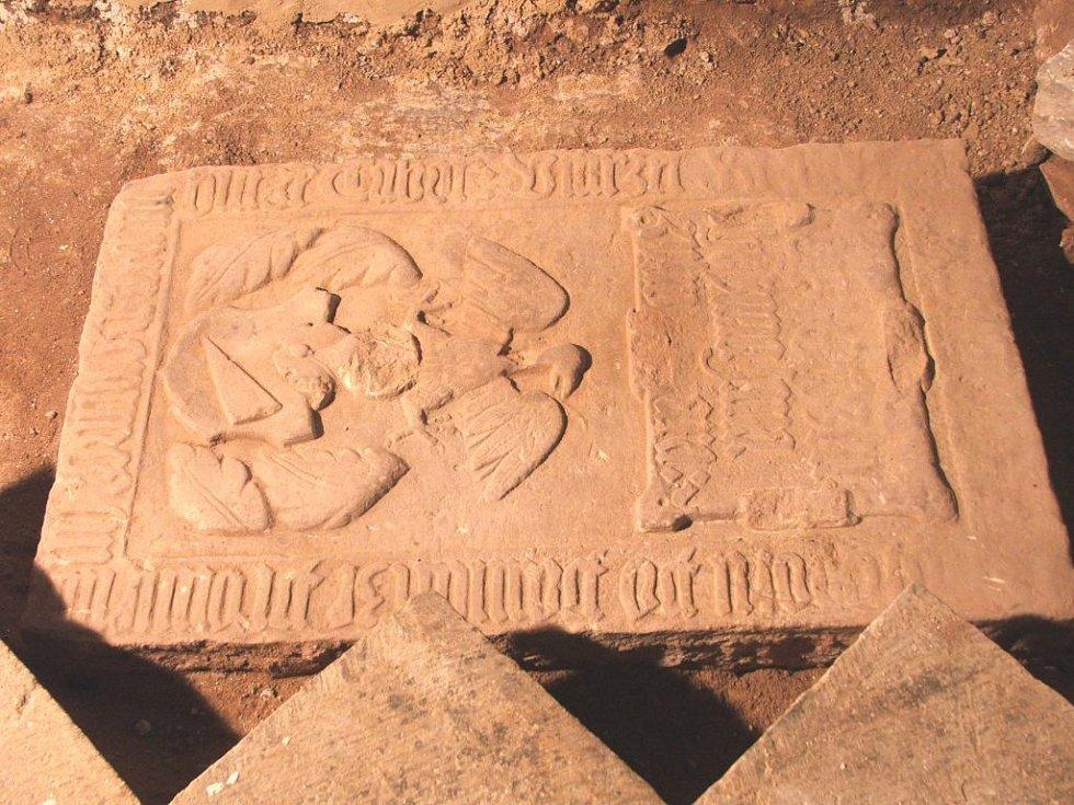 Nalezený náhrobek Zilvarů