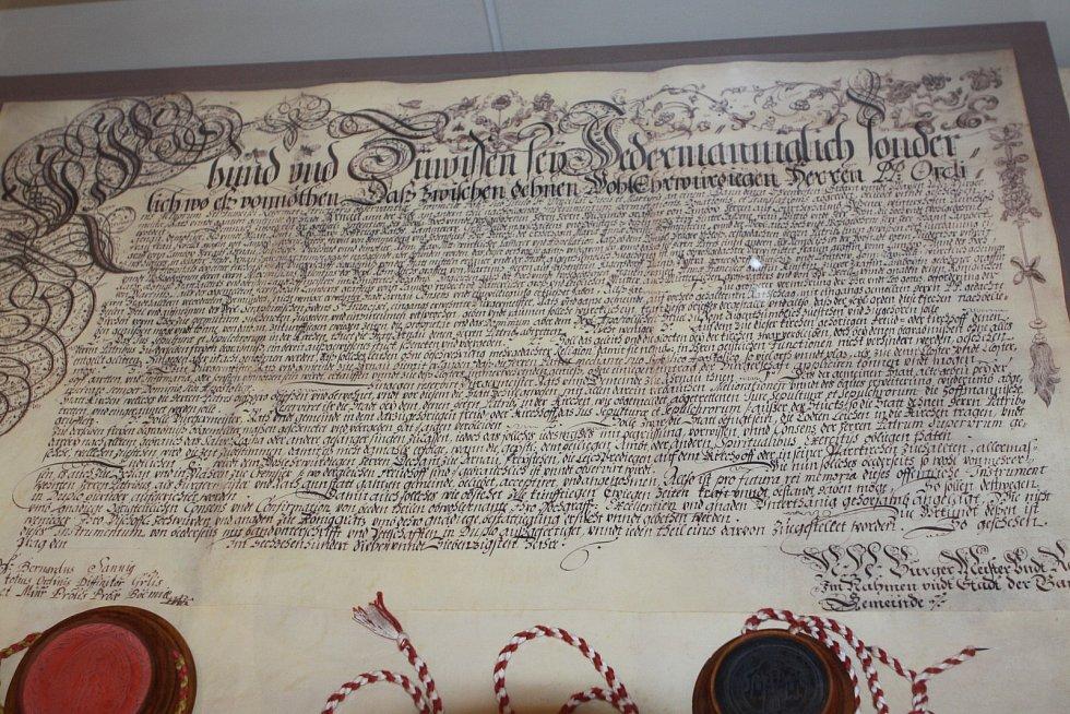 Zakládací listina františkánského kláštera ze 17. století.
