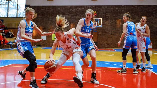 Trutnovské basketbalistky v prvním utkání po obnovení soutěže vzdorovaly favorizovanému Hradci Králové.