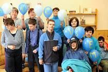 DENNÍ SLUŽBY těžce mentálně postiženým a autistům v dospělém věku začíná poskytovat sdružení Slunce všem v Turnově, jako v jediném místě Libereckého kraje.
