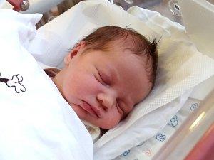 IVA KREMLIČKOVÁ se narodila Táně a Radovanovi 6. prosince. Vážila 3,58 kg a měřila 52 cm. Spolu se sestřičkami Táničkou a Elinkou bydlí ve Dvoře Králové.