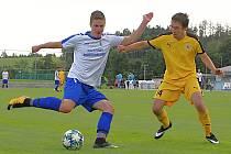Fotbalisté vrchklabské rezervy (v bílém) tentokrát v TIP lize nechyběli.