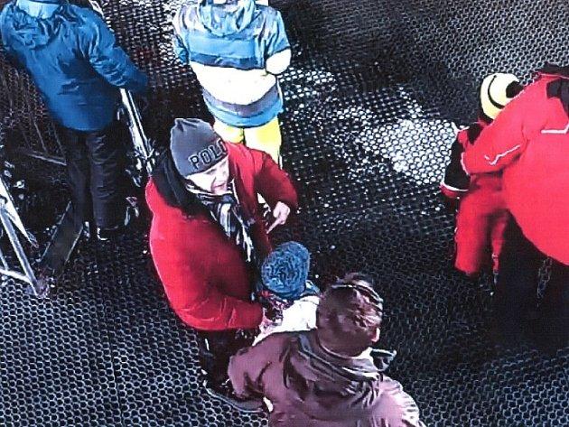 Policie hledá muže na fotografii