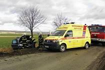 DOPRAVNÍ NEHODA, ke které došlo na silnici z Bílé Třemešné do Dvora Králové, má za následek zranění dítěte.