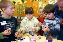 V Čisté u Horek si žáci základní školy vyzkoušeli výrobu jednoduchého betléma