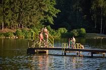 Krajská hygienická stanice v Hradci Králové ve čtvrtek oznámila, že podle aktuálních odběrů z tohoto týdne se zhoršila kvalita vody v trutnovských Dolcích.