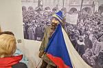 """V Muzeu Podkrkonoší je výstava k výročí """"sametu""""."""