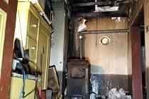 V Dolní Kalné hořela v úterý před půlnocí dílna u rodinného domu.