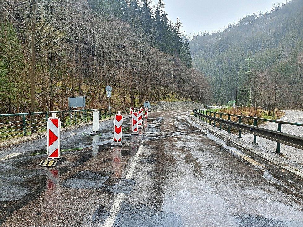 Most v Temném Dole v Krkonoších je v havarijním stavu, projedou tam jen vozy do 20 tun.