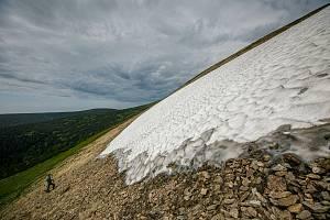 Pracovníci Správy KRNAP naměřili na sněhovém poli Mapa republiky v Krkonoších výšku sněhové pokrývky 2,5 metru.
