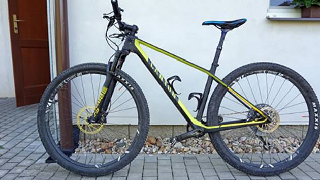 Cyklistovi Jiřímu Voňkovi ukradl zloděj závodní kolo.