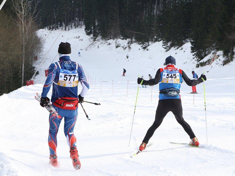 V sobotu se uskutečnil 63. ročník nejstaršího českého závodu běžkařů Krkonošská 70. Start a cíl byl v lyžařském středisku Svatý Petr ve Špindlerově Mlýně. Foto: Deník/Jan Braun