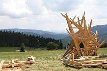 Na Portáškách vzniká herní krajina Pecka, naučná a zábavná stezka krkonošskou přírodou. Bude plná dřevěných instalací inspirovaných krkonošskou zvířenou v nadživotní velikosti, lanových stezek a prolézaček.