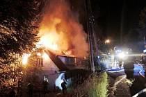 Požár domu v Poniklé.
