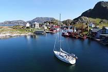 Fjordy si prohlédl z mořské hladiny i z výšky.