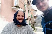 """""""Lidé jsou stále přátelští, ačkoliv se začíná projevovat opatrnost kvůli koronaviru,"""" hlásí z Itálie dálkový turista Ivan Mitrus z Martinic v Krkonoších."""
