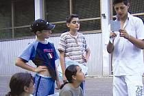 TÝDEN V KRKONOŠÍCH si užívaly děti z uprchlických táborů. Akci pro ně uspořádalo občanské sdružení Pecka ve spolupráci s řadou štědrých sponzorů.