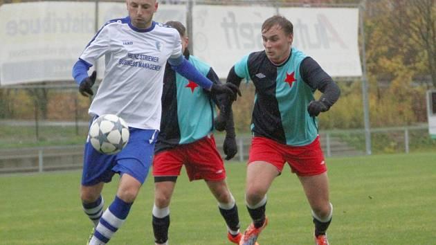 Hradecká Slavia nepatří mezi oblíbené soupeře vrchlabské party. Na podzim dokázala 2:1 vyhrát pod Krkonošemi a ještě hladší vítězství si připsala v sobotní jarní odvetě.