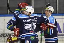 Útočník Michal Machač byl prvním střelcem zápasu mezi Kadaní a Vrchlabím. Hosté nakonec vyhráli hladce 5:1.