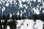 V nouzovém stavu země lidé vyrazili do přírody na hřebeny Krkonoš.