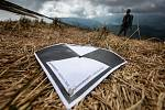 Strážci KRNAPu měřili výšku sněhové pokrývky na úbočí Studniční hory zvaném Mapa republiky. Novinkou se stalo měření pomocí dronu.