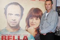 REŽISÉR MARTIN DUBA přijel do Semil na předpremiéru filmu Bella Mia, který se natáčel v Roprachticích a ve Vysokém nad Jizerou.